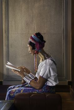 Woman reading in Chiang Mai, Thailand by Steve McCurry In This World, People Around The World, Chiang Mai, National Geographic, Steve Mccurry Photos, New Foto, World Press Photo, Afghan Girl, Andre Kertesz