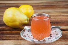 PIGWA DO HERBATY - Składniki: 2 kg pigwy 2 kg cukru Sposób przygotowania: Owoce dokładnie umyj, pokrój na cztery części, usuń gniazda nasienne. W słoikach układaj warstwami pigwę i cukier. Odstaw na kilka godzin. Po tym czasie zapasteryzuj słoiki. Pigwa do herbaty gotowa!