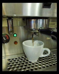 Simplemente ideal  así es nuestro #Espresso. Disfrútalo en #AromaDiCaffé  Conócenos en el C.C. Metrocenter pasaje colonial. #Coffee #CoffeeLovers #CoffeeMoments #CoffeeTime #InstaMoments #InstaCoffee #AromaDiCaffé #SaboresAroma #MomentosAroma #Café #Caracas #BuscandoElCafé
