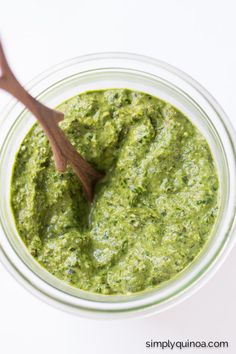 Easy homemade Vegan Kale Pesto using nutritional yeast instead of parmesan cheese! | recipe on simplyquinoa.com