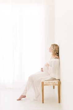 Bethany Mattioli specializes in simple, timeless and beautiful Bay Area Studio Maternity Photography. The minimalistic all white light-filled photograpy. Studio Maternity Shoot, Maternity Photography Poses, Maternity Poses, Maternity Portraits, Maternity Pictures, Pregnancy Photos, Family Photography, Photography Ideas, Pregnant Outfit
