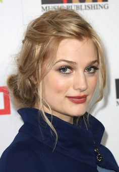 Alison Sudol, aka A Fine Frenzy. Her hair is always amazing.