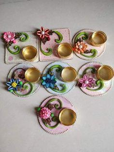 Diwali Candle Holders, Diwali Candles, Diwali Lights, Thali Decoration Ideas, Diy Diwali Decorations, Quilling Craft, Quilling Designs, Diy Resin Crafts, Craft Stick Crafts
