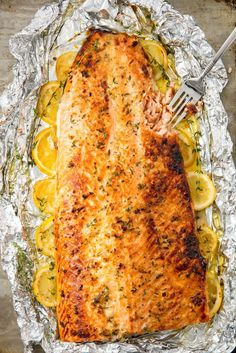 Easy Baked Salmon Fillet Recipe - How to Bake SalmonYou can find How to cook salmon in the oven and more on our website.Easy Baked Salmon Fillet Recipe - How to Bake Salmon Baked Salmon Fillet Recipe, Oven Baked Salmon, Baked Fish, Salmon Fillets, Baked Salmon With Lemon, Bbq Salmon Fillet, Baking Salmon In Oven, Simple Salmon Recipe, Cooking Salmon Fillet