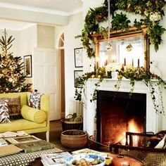 115 Simple Foliage Living Room Ideas For Summer That Make Coolest House - javgohome-Home Inspiration Christmas Mantels, Christmas Home, Outdoor Christmas Decorations, Holiday Decor, Christmas Garlands, Christmas Plants, Christmas Living Rooms, Living Room With Fireplace, Living Room Designs