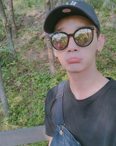 JJun Jackson Wang, Korean Singer, Cat Eye Sunglasses, Kpop, Jun, Singers, Fashion, Fashion Styles, Singer