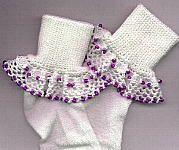 DOUBLE ROW BEADED SOCKS Crochet Ruffle, Crochet Baby Shoes, Crochet Baby Clothes, Crochet Slippers, Crochet Trim, Bead Crochet, Crochet Stitches, Crochet Patterns, Crochet Edgings