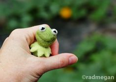 needle_felted_kermit_the_frog.jpg - just for inspiration - no pattern - Too Cute!!