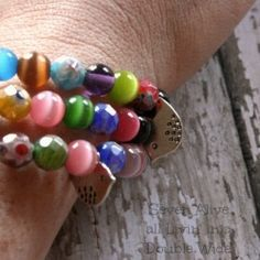 Tips, tricks, and a link to an awesome tutorial on how to make your own memory wire braclet. Looksi Square