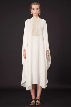 Valentino Resort 2015 Fashion Show Collection: See the complete Valentino Resort 2015 collection. Look 38 Modest Fashion, Hijab Fashion, Fashion Show, Fashion Design, Vogue Fashion, Runway Fashion, Fashion Trends, Valentino Resort, Valentino Dress