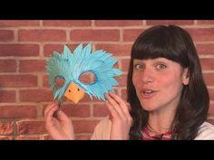 IT´S CARNIVAL TIME! Woo hoo!! Compartimos este precioso video en #inglés de Videojug de cómo hacer una máscara de un pájaro.