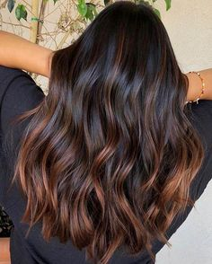 Die schönsten Haarfarben-Trends für braune Haare im Winter 2018 From cold brew to toffee ombré: these are the three most beautiful hair color trends for brown hair in winter More on that Subtle Balayage Brunette, Brown Hair Balayage, Brunette Color, Hair Highlights, Brown Blonde Hair, Summer Highlights, Caramel Highlights On Dark Hair, Brown Hair Dyes, Balyage For Black Hair