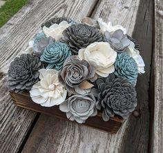 Flower Bouquet Diy, My Flower, Flower Ideas, Sola Wood Flowers, Wooden Flowers, Wood Centerpieces, Flower Centerpieces, Mother's Day Gift Baskets, Blue Wood
