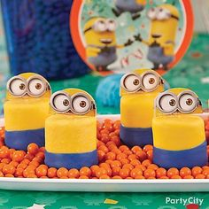 These treats are a cinch to make. All you need are jumbo marshmallows, blue and yellow Candy Melts® and Minions cupcake picks. Check out our Minions Marshmallow Treats step-by-step! Minion Party Games, Minion Party Invitations, Despicable Me Party, Marshmallow Treats, Cool Birthday Cakes, Boy Birthday Parties, Birthday Stuff, Birthday Ideas, Recipes