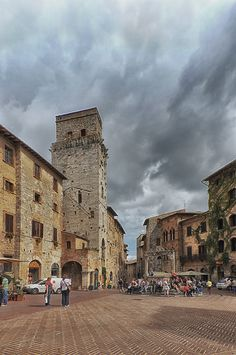 Piazza della Cisterna -San Gimignano, province of Siena , Tuscany, Italy Most Romantic Places, Wonderful Places, Great Places, Places To Visit, Siena, Menorca, Rome Activities, Places Around The World, Around The Worlds