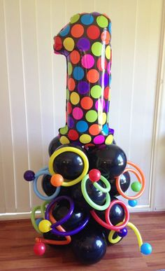 balloon columns and arches Number Balloons, Letter Balloons, Balloon Columns, Balloon Arch, New Years Decorations, Birthday Party Decorations, Columns Decor, Balloons Galore, Balloon Display