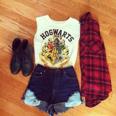 I want that Hogwarts shirt with flannel, denim shorts and boots. It's so casual and still suitable for the summer.