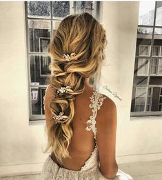 101 Boho bridal hairstyles for carefree bride Beautiful boho hairstyles boho hair boho wedding hair with veil bridal braid hairstyles boho braided updo hair Boho Wedding Hair wedding hairstyle Romantic Hairstyles, Chic Hairstyles, Wedding Hairstyles For Long Hair, Wedding Hair And Makeup, Prom Hairstyles, Wedding Hair With Braid, Gorgeous Hairstyles, Boho Wedding Hair Half Up, Wedding Hairstyles