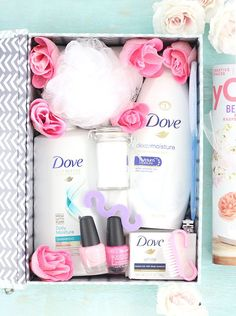 Spa in a box. Such an easy diy gift idea for mother's day. Spa in a box. Such an easy diy gift Spa in a box. Such an easy diy gift idea for mother's day. Spa in a box. Such an easy diy gift idea. Get a free printable for easy gifting. Easy Diy Gifts, Diy Gift Box, Creative Gifts, Homemade Gifts, Gift Boxes, Candy Gift Box, Diy Gift Baskets, Gift Hampers, Creative Gift Baskets