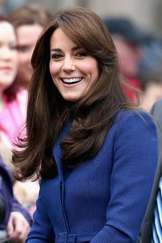Kate Middleton stuck with her fail-safe glossy blow dry with her sweeping fringe framing her face! She looked gorgeous on her visit to Dundee Scotland, October 23, 2015.
