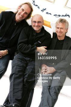 : Genesis Group On Tour. Attitude souriante de Mike RUTHERFORD, Phil COLLINS et Tony BANKS (de gauche à droite) posant à l'hôtel Movenpick de GENEVE dans le cadre de leur tournée 'Turn it on again'.. (Photo by Kasia Wandycz/Paris Match via Getty Images) 22 Nov 2006