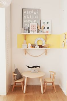 The Socialite Family | Coin bureau pour les grands et surtout les petits, chez Laura Fernandez Ruiz. #famille #family #bruxelles #laurafernandezruiz #untilone #architecture #architecte #homestyle #decorinspiration #childsbedroom #chambredenfant #yellow #jaune #wood #bois #doityourself #wood #bois #idea #decoration #decor #home #thesocialitefamily