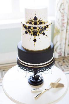 Old Hollywood Inspired Black and Gold Wedding Cake | Jessi Dalton Photography on @StorybrdWedding