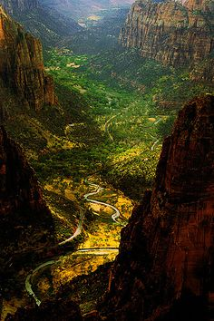 USA - Hiking - Zion National Park in Utah. An unique canyoneering adventure for novice and experienced hikers. Utah's first and most visited National Park, is known for its incredible canyons and spectacular views.