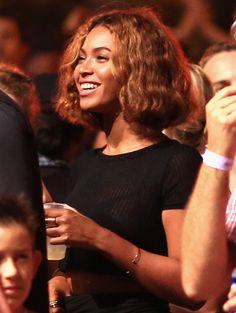 Beyoncé met een korte krullende bob (september 2014)