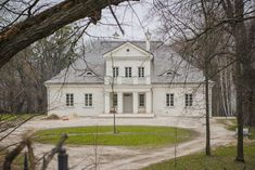 Dąbie (woj. lubelskie, pow. krasnostawski, gm. Żółkiewka) - Dwór z 1848 r. - 2016, zdjęcie Grzegorz Chowicki Mansions Homes, Craftsman House Plans, Manor Houses, Small Houses, Eastern Europe, Poland, Travel Inspiration, Architecture, House Styles