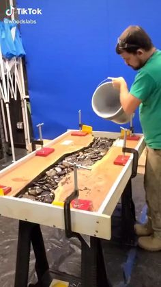 Woodworking Projects Diy, Diy Wood Projects, Furniture Projects, Wood Furniture, Diy Resin Furniture, Unique Woodworking, Popular Woodworking, Easy Projects, Woodworking Plans
