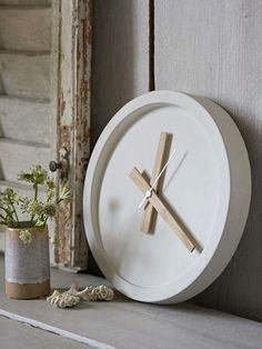 Our new white concrete clock sold out so quickly! You clearly love it as much as we do, and we're delighted that it's now back in stock. The soft finish on the concrete is totally gorgeous, and there's something truly Scandinavian about the blend of indus Concrete Kitchen, Concrete Pots, White Concrete, Concrete Wall, Wall Clock Design, Clock Wall, Diy Clock, House With Balcony, Cement