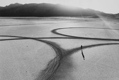 """Michael Heizer's """"Circular Surface, Planar Displacement Drawing,"""" El Mirage Dry Lake (1969), from 'Troublemakers' (photo © Gianfranco Gorgoni, courtesy Getty Research Institute, Los Angeles)"""