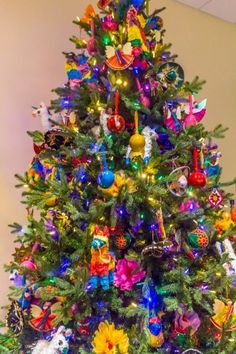 christmas around the world Mexican Christmas, Christmas Town, Beach Christmas, Christmas Themes, Christmas Tree Decorations, Christmas Holidays, Christmas Ornaments, Holiday Decor, Holiday Ideas