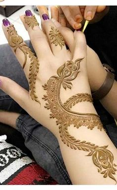 New Winter Bridal 2019 49 Ideas Round Mehndi Design, Finger Henna Designs, Mehndi Designs 2018, Modern Mehndi Designs, Mehndi Designs For Fingers, Mehndi Design Pictures, Beautiful Henna Designs, Mehndi Designs For Hands, Henna Tattoo Designs