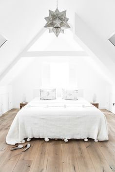 Today we continue the tour around my home with the master bedroom. We have kept the room basic...
