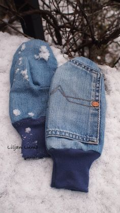 Liljan Lumo: 1978 -farkkulapaset Winter cloves sewed from old jeans/ old denim Recycle Jeans, Upcycle, Recycled Denim, Mittens, Denim Jeans, Sewing Crafts, Two By Two, Kids Outfits, Sewing Patterns