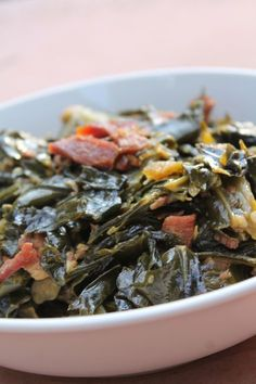 How to make southern soul food collard greens with bacon! We all have that one dish that is pretty much or signature dish. It just so happens that collard greens happens to be one of mine. My southern soul food style collard greens are simply the best. Collard Greens With Bacon, Southern Collard Greens, Best Collard Greens Recipe, Mustard Greens Recipe Southern, Country Greens Recipe, Collard Greens Recipe With Bacon, Gastronomia, Vegetarian, Recipes