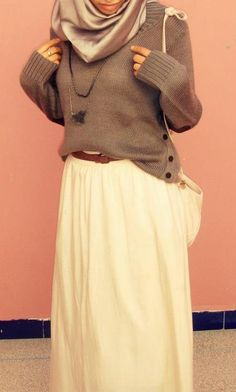 The hijab is a bit too shiny for my taste, but other than that, I totally love this outfit.