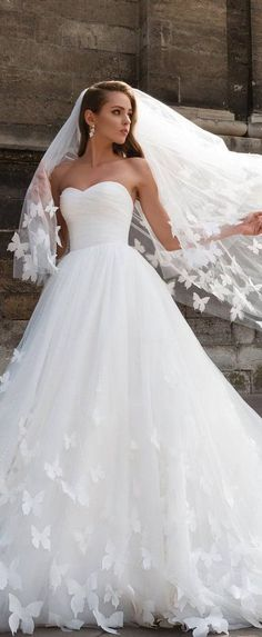 blanc denver is swooning over these 2018 wedding dresses! these are fresh off the runway and are running away with our heart! #blancdenver #weddingdress #2018wedding #2018weddingdress #bridalstyle