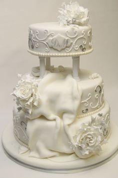 v klassische Hochzeitstorte weiß silber prunkvoll