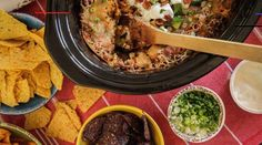 #7layerdip Mexican Dip Recipes, Bacon Recipes, Salad Recipes, Ethnic Recipes, Seven Layer Salad, Seven Layer Dip, Beer Mac And Cheese, Layered Bean Dip, Best Party Appetizers