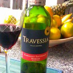 Um vinho interessante, que revelou certa complexidade nos aromas, pois foram facilmente percebidas as frutas vermelhas, madeira e até tabaco.