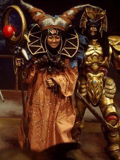 First look at Elizabeth Banks as Rita Repulsa in Power Rangers Rita Repulsa, Disney Halloween Costumes, Pop Culture Halloween Costume, Halloween 2019, Halloween Outfits, Scary Halloween, Power Rangers Reboot, Villain Costumes, Female Villains