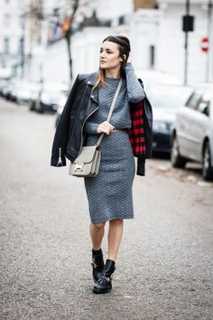 Anisa Sojka wearing grey AX Paris quilted / knitted matching crop top and pencil skirt, black leather Oui jacket, olive green Hermés Constance crossbody bag, and black Mode Kungen Eline boots with gold buckles. Fashion blogger street style shot in London by Cristiana Malcica.