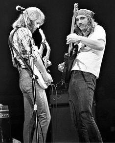 Don Felder & Joe Walsh ~ photographed by Joe Sia Eagles Lyrics, Eagles Band, Rock Artists, Music Artists, Joe Walsh Eagles, Eagles Live, Legend Music, Country Bands, Vintage Concert Posters