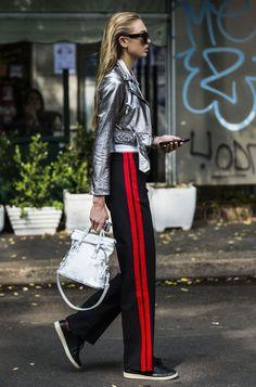 В ход ноги: брюки с лампасами — главный тренд весны | Glamour.ru