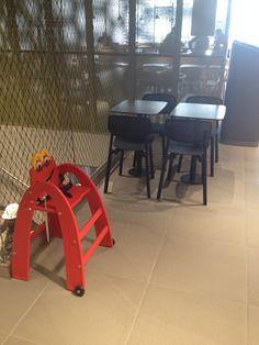 La Happy Baby chair au restaurant Mcdonald's.