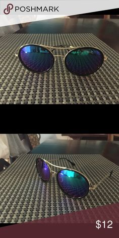 Beautiful!! Oval blue mirrored super super cute! Gold frame top bar blue mirrored super super cute! Fits every gave shape! Get yours now great price unbeatable quality! Accessories Sunglasses