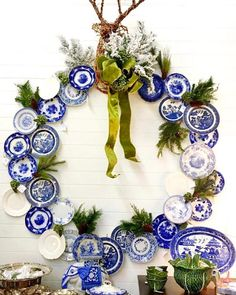 This blue and white plate wreath by is positively brilliant! 💙 Who wants one this Christmas? Blue Dishes, White Dishes, White Plates, Blue Plates, Blue And White China, Flow Blue China, Blue Rooms, Blue Christmas, Christmas 2019